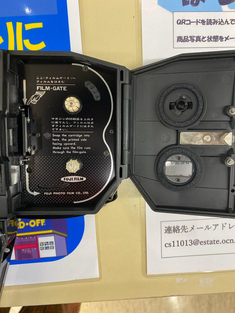 ジャンク品の8ミリフィルムカメラの動作 正常に撮影できる8ミリフィルムカメラを探しています。 ハードオフのジャンクコーナーで状態の良いものを見つけ、電池を入れて確認してみたところ、カタカタと音を立ててリールが回るのですが、正しい動きがわからないので、正常に使えるカメラがどうか判断がつきません。 動作確認したカメラは シングル8用のfujica px300で(画像のものです)。 ・トリ...