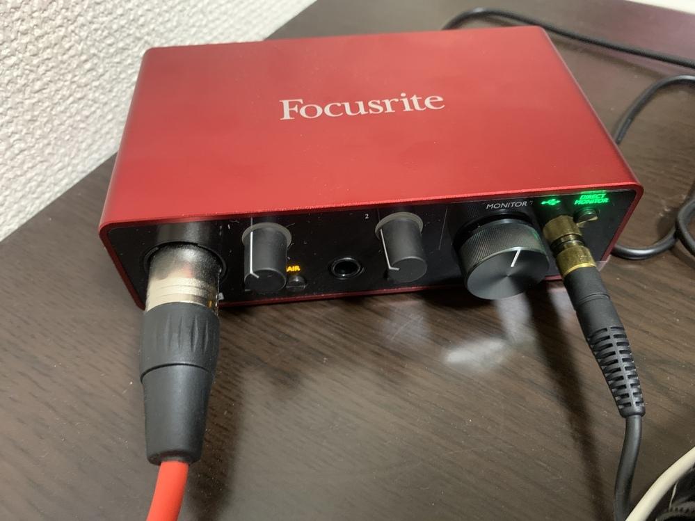 WavePadで録音をしたいのですが、音声認識が出来ません。 Focusriteというオーディオインターフェースを使用していて、ヘッドフォンからは音声が流れますがマイクがパソコンで認識できません。 WavePadの環境設定でオーディオインターフェースを選択しているのに、なぜでしょうか? どなたかご存知の方はいらっしゃいますか? よろしくお願い致します!