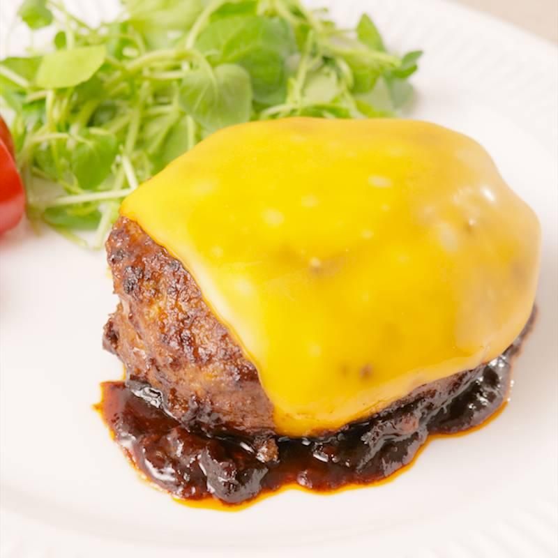 チーズインハンバーグとチーズ乗せハンバーグどちらが好きですか?