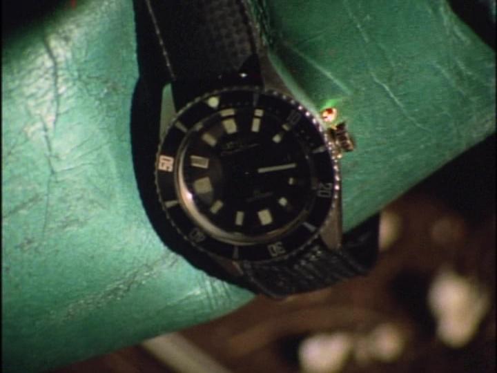 こちらの腕時計のメーカーや型番等、詳細分かりますでしょうか? 1971年のドラマで使用されていた物です。 よろしくお願いします。