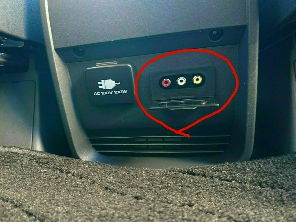 デリカD5の中古を購入しナビは純正になります。 RCA端子(メス)が後部座席下についておりナビにスマホ(XPERIA Z3)の画面を移したいのですが、調べるとコンバーター(電源必要)を使用し、RCA端子~ケーブル(RCAオス→HDMIオス)~コンバーター~MDMIケーブル(オスオス)~タイプC HDMI変換~スマホと記載がありました。 例えばコンバーターを使用せずに商品として片側RCAケーブルオス端子、片側HDMIオス端子にタイプC変換のみですと映らないのでしょうか? コンバーターがデジタル信号をアナログ信号に変換する役割なのはわかりましたが ケーブルのみでは映らないのでしょうか? 分かりづらくてすいません。