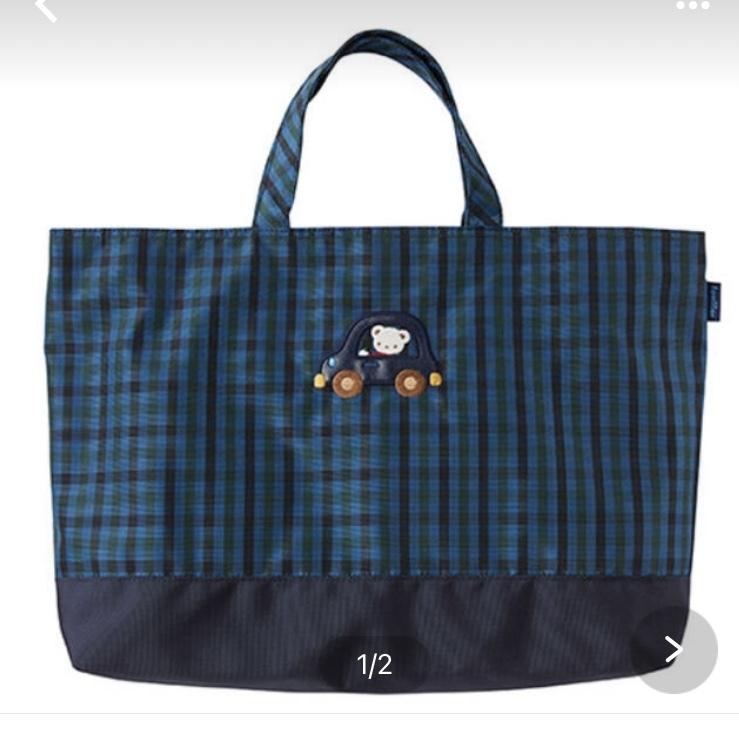 ファミリアのレッスンバッグです。 高校生、中学生の子供がいる42歳の主婦がサブバッグとして持つには痛いですか? 昔からファミリア大好きで、、荷物が多い時や仕事(幼稚園教諭)の時のサブバッグとして使いたいのですが。