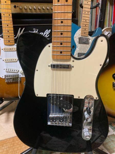 Fenderのテレキャスについての質問です。元々、3wayのブリッジサドルが付いてましたが、3弦4弦のオクターブが合わないのでFender純正の6wayのブリッジに交換したのですが、バンドの仲間から、お前、テレは3wayに決ま ってるだろ!テレキャスが台無しだ!と言われました。自分の耳では3wayも6wayも全く変わらなく聞こえるのですが、3wayにこだわる意味ってあるのでしょうか?