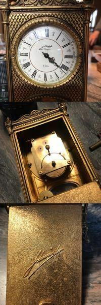 写真の手巻き時計のメーカーを教えてください。筆記体すぎて読めないです、よろしくお願いします。
