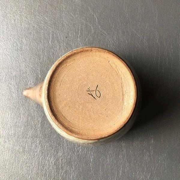 どこの窯印か知っている方がおられましたら教えて頂きたいです。 急須の裏に印があり、茶器セットです。 どうぞよろしくお願い致します。