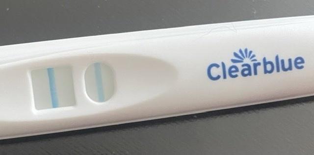 妊娠を経験されている方にお尋ねしたいです。 ただいま妊活中で、本日計算したところ4w6dでした。時期もまだ少し早く、しかし昨日と今朝起きてからの胃のむかつき、吐き気が酷くフライングですが検査して...