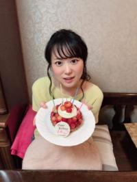 この写真の子って一般的に見て可愛いと思いますか?(*^◯^*) 回答よろしくお願いします(*^◯^*)