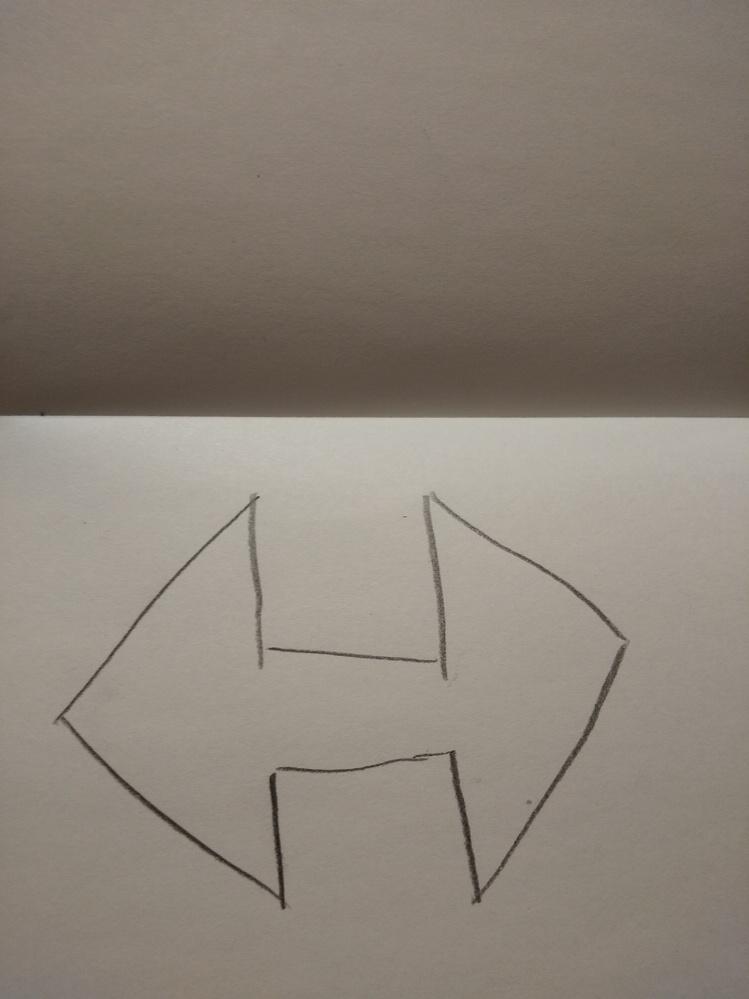 ↓の線対称な図形で、対称の軸って何本ありますか?