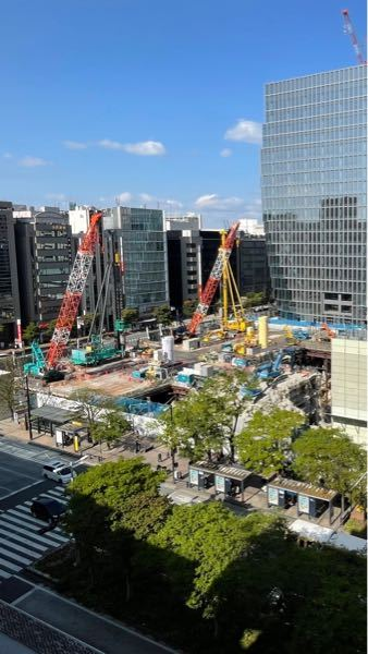 この工事はなんの工事ですか?右側は解体工事をしていますが左側は何してるんでしょうか?杭打ちですか?杭抜きですか? この敷地では新築着工は2022年1月です。