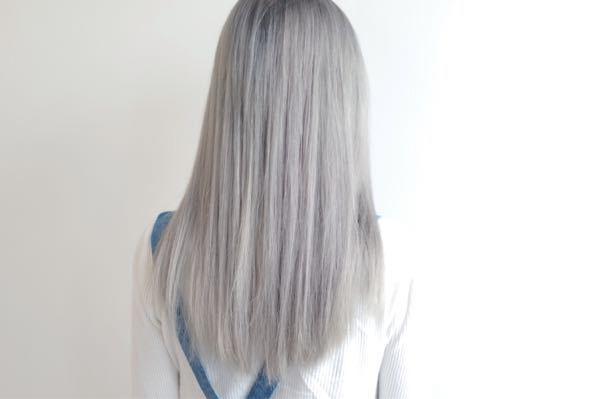 セブンイレブンのアルバイトでホワイトカラーの髪色ってダメですよね…許可された事ある人っていたりしますか…?ホワイトカラーに近い色でも大丈夫です。例えば下の画像