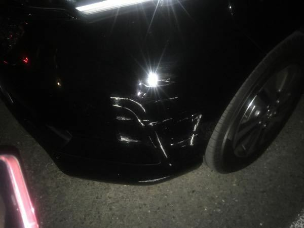 貰い事故の修理先について。 2ヶ月前に納車した新車を先程駐車場に停めていた際に隣りに停めている方が駐車する際にぶつけられました。こちらは全く乗っていないので費用は相手の保険で対応になるかと思います。そこで修理先ですが左前のバンパーに掌×2個分程度で深めのこすり傷が入ってます。 購入はカーディーラーで購入(メーカーでは無い)したのですがこの場合メーカーに修理を依頼したほうが確実かつ早く直せま...