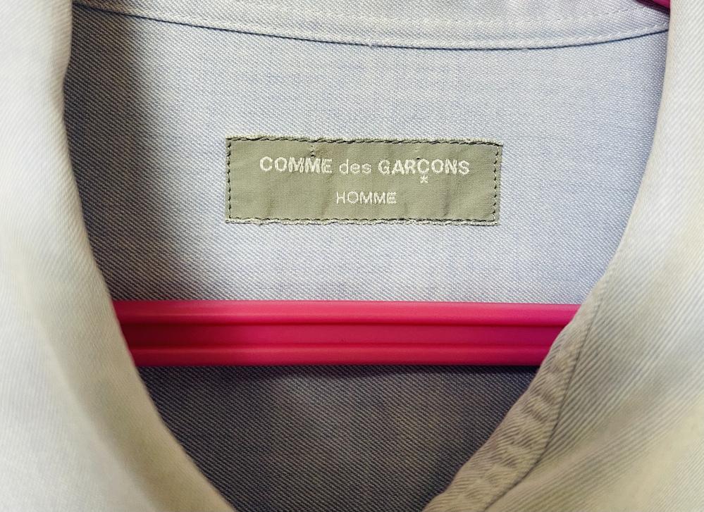 コムデギャルソンのタグについてですが、年代とレアかどうかが知りたいです。 大昔に購入したみたいですが、詳細が分かる方がいましたら教えてください!宜しくお願い致します。