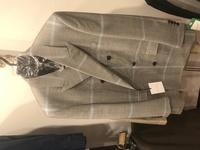 パターンオーダーでスーツ購入しました。  ライトグレーは春夏が基本ですよね? 秋冬こんなん着てたら寒々しい印象になりますかね?