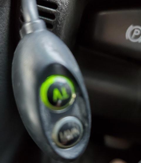 中古車買ったらよくわからないボタンがあるのですがこれ何か教えて下さい