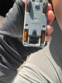 子供の電車のおもちゃのBRIOの電池について 教えてください。  写真に載っているものを メルカリで購入して おまけでつけてもらったものなので 使えなければ仕方ないのですが この電池って何を使えば良いか わかりますか?