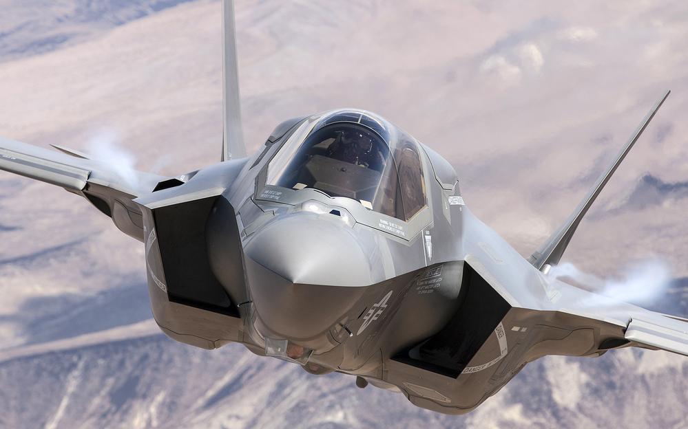 これはなんて戦闘機でしょうか?
