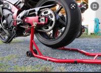 バイクスタンドってスイングアームに掛けるじゃないですか?あれって大丈夫なんですか? スイングアームにジャッキを掛けないほうがいいと聞いたことがありまして。。