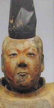 坂道連想クイズPart13 画像の木像の人物から連想される  現役、坂道メンバーは  さて、誰でしょう?