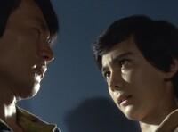 少年探偵団BD7で毎回20面相が化けている人物は、その回の種明かしの部屋でみんなと一緒にいる中のゲスト出演者が正解で間違いないですか?