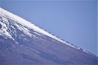 富士山の斜面に設置されているこの魚の骨の様な構造物は何でしょうか?
