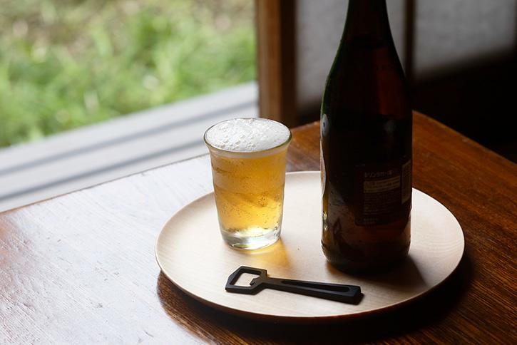 食堂で瓶ビールを飲むとき等に出て来る小さいコップがありますが、あれって普段使いますか? 水を飲むときにせよジュースを飲むにせよちょっと小さすぎませんか?