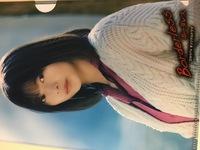 先日ローソンのキャンペーンで貰ったのですが 名前がわからないので教えてもらえませんか。 桜坂のメンバーなのですが。。。 よろしくお願いいたします。