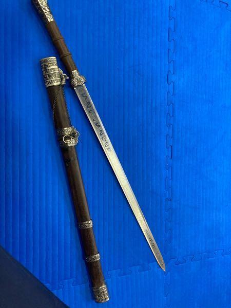 下記の画像にある西洋剣のレプリカを探しています。 画像の剣または,似たものが売っているショップを教えてください。