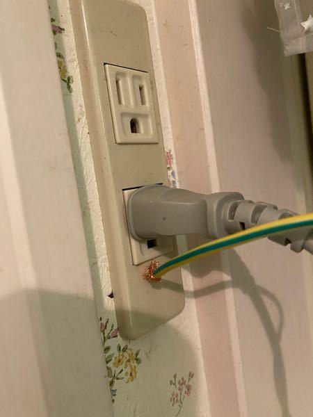 アース線繋ぎ方教えてください。 洗濯機のアース線がコンセント下穴からスポッと抜けました。 自分で直したいので、やり方教えてください。 よろしくお願いします。