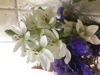 ミニブーケに入ってるお花の名前  分かる方、教えて頂けると嬉しいです。 お花の直径は3〜5cmです。  よろしくお願い致します(*´-`)