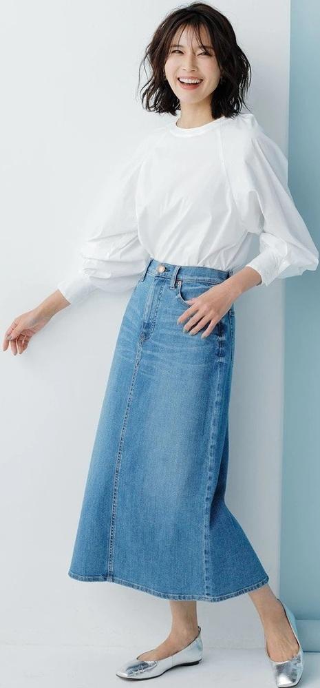 女性に質問です。ロングスカートの下にもスパッツを穿く事はありますか? . スカートをよく穿く女性の方にお聞きします。 スカートで出かける際、短めのスカートの場合はパンチラ対策で下によく スパッツやレギンスを穿いている女性は多いですよね。 では、この画像の女性の様に、 長いスカートを穿いたコーディネートの場合、ロングスカートの下にでも スパッツやレギンスを穿く事ってあるんですか? もしあるな...