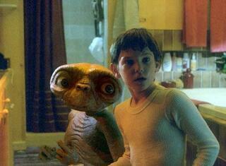【てんぷら☆映画復活祭】Scene#367 皆さん、映画はお好きですか? このワンシーンで ひとつ素敵なボケをいただけますか? (・▽・) 『E.T.』より