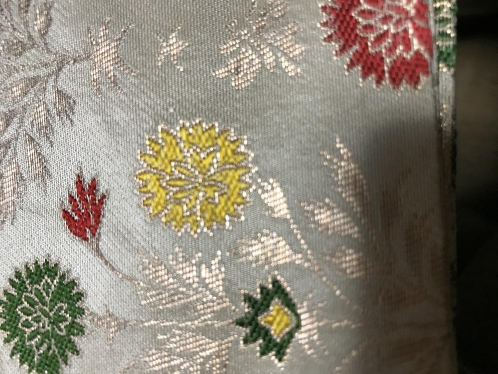 茶道で使う出帛紗の生地です。何という名前の織(柄)か、分からず困っています。お分かりの方いらっしゃいませんか?