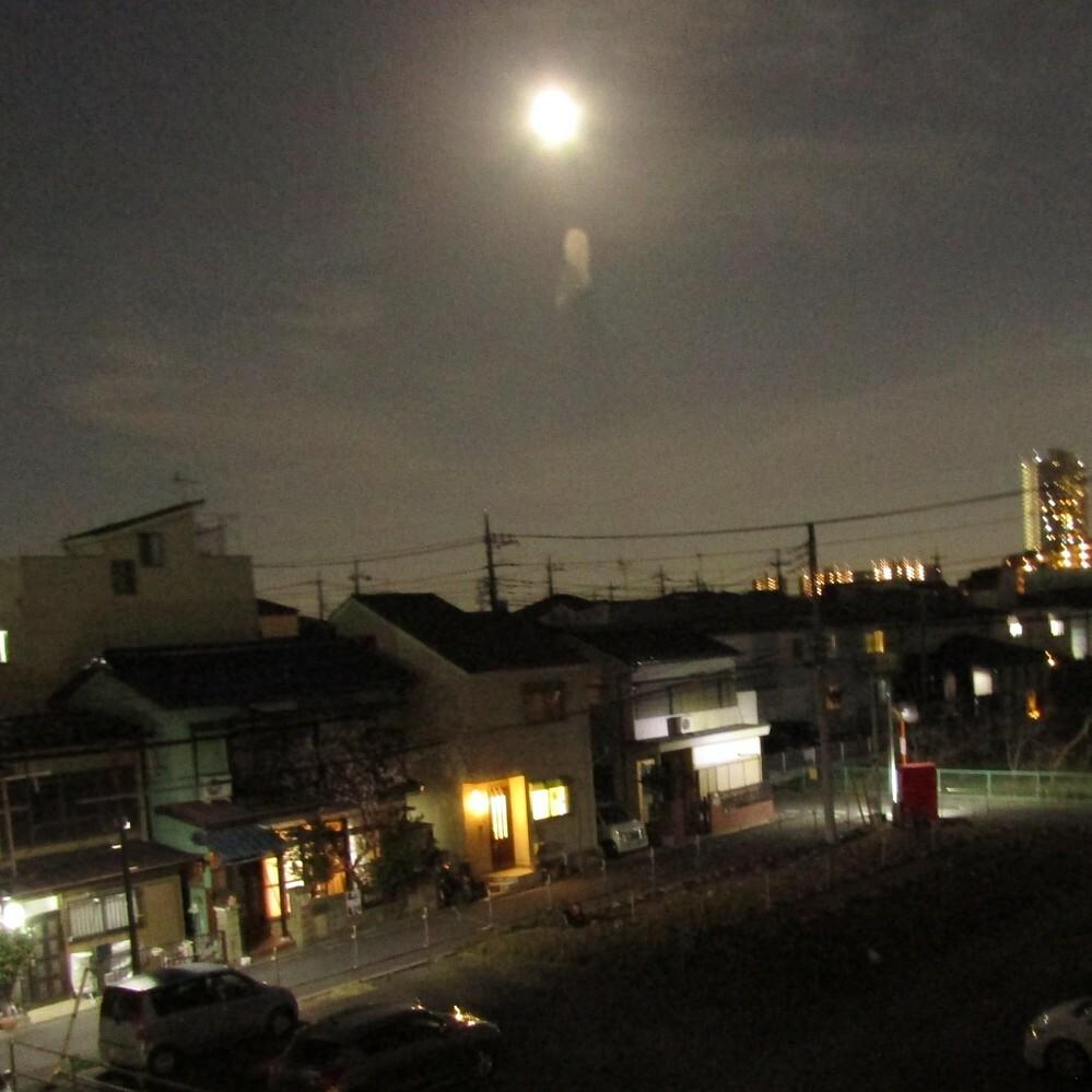 2月28日の夜に撮った画像です 雲にしては妙な形だなと思いました こういう曇ってあるんですか?