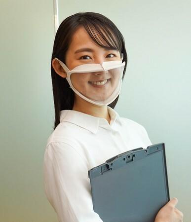 口元が見えるマスクは、夜の街での必需品になりますか?