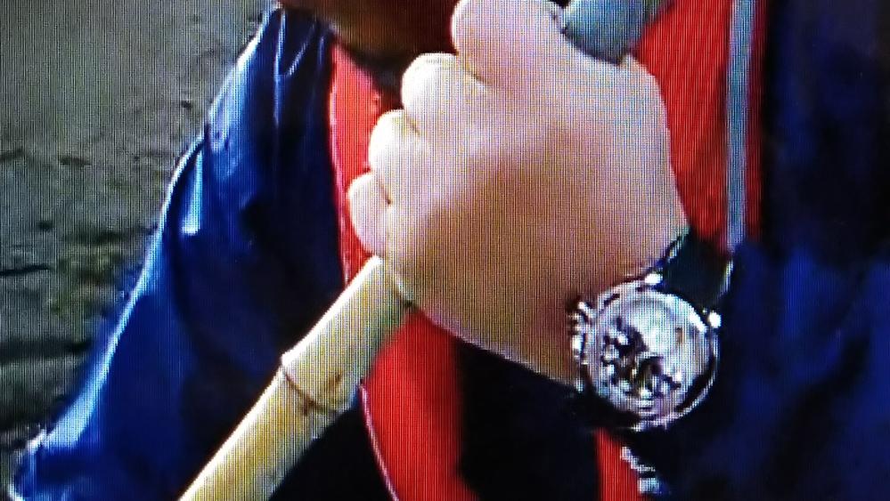 長州力さんは現在、腕時計のGショックを愛用していますが、以前、文字盤がツートンの時計をつけていました。 どこのメーカーのものかご存じの方がいらっしゃれば教えてください。