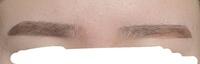 眉毛の上側を細くする方法はありますか? 目の縦幅が小さくて眉毛と目がほとんど同じ幅なので眉毛が太く見えて嫌です泣 あと2ミリほど細くしたいのですが眉上がモリっとならずに細くする方法はあるでしょうか( ; ; )