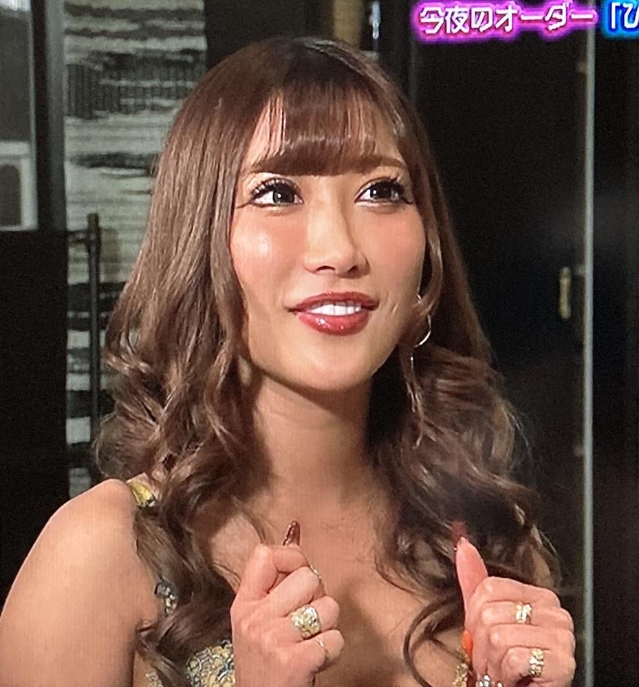 皆さんにとって見た目がニューハーフっぽい、実際はニューハーフじゃない女性タレントは誰ですか? 僕は、AIKA(下記画像)(AV女優)、園田真紀、秋元真夏です。