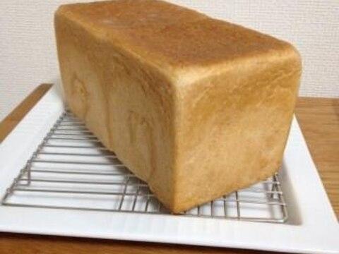 そのお店で焼いてるようなパン屋さんで食パンを買う場合は 端っこの「耳の部分」は付けてもらいますか? 切ってもらいますか?