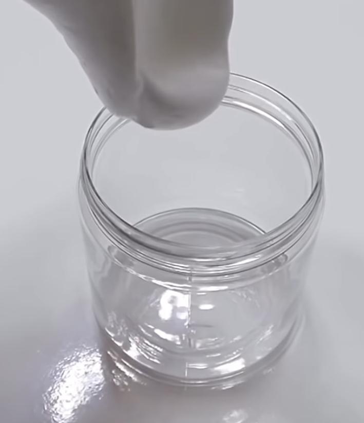 こういうプラスチック容器ってどこに売ってますか?蓋がしっかり閉まるタイプです!