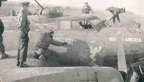 ボーイングB-17FはなぜEに比べて性能が向上したんですか?