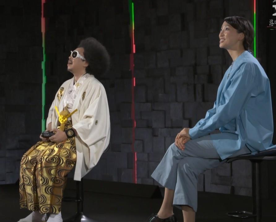 この前nhkの番組で杏さんがナビゲーターをつとめる文化財の紹介番組で、杏さんの座り方が少し気になりました。 終始脚を組んでいたような気がして、しかも長時間同じ脚の組み方をしました。スタイルが抜群に良い杏さんが足癖の悪いイメージがなかったので結構意外でした。以前観た米倉涼子さんもそうでしたがテレビの収録中でも脚を組む人は相当癖になっているのでしょうか。また同じ脚をずっと上にしたら骨盤とか痛くならないのでしょうか。