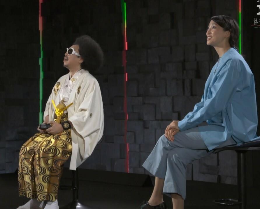 この前nhkの番組で杏さんがナビゲーターをつとめる文化財の紹介番組で、杏さんの座り方が少し気になりました。 終始脚を組んでいたような気がして、しかも長時間同じ脚の組み方をしました。スタイルが抜群に良い杏さんが足癖の悪いイメージがなかったので結構意外でした。以前観た米倉涼子さんもそうでしたがテレビの収録中でも脚を組む人は相当癖になっているのでしょうか。また同じ脚をずっと上にしたら骨盤とか痛くな...