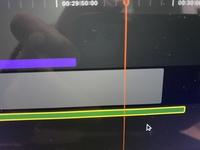 Final Cut Pro で動画編集してるのですが、オーディオのフェードアウトが出来なくなってしまいました。 以前はスライドすれば出来ていたのですが、画像のようになってしまい、音の強弱等が表示されなくなってしまいました。 どなたか詳しい方教えてください。