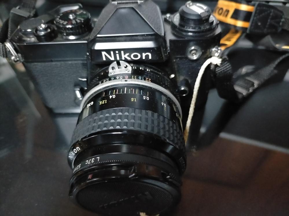これは価値があるからと、知り合いから安く譲り受けたのですが、本当にそこそこの価値はありますか? カメラに詳しくなく、不明です。 カメラに詳しい方、教えて頂けますでしょうか?