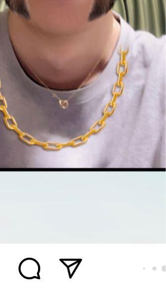 この上の細いゴールドのネックレスどこの物かわかる方いませんか? (下のチェーンネックレスは加工アプリの物です)