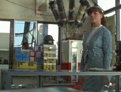 ウルトラセブン第7話「宇宙囚人303」でガソリンスタンドに立ち寄ろ外国女性役はクレジットではキャッシー・ホーランさんのままでしたが、 実際はシャーリー・スプレクスさんと言う外国の俳優さんが出演していました。 元々キャッシー・ホーランさんが出演予定だったようですがクレジットがそのままの所を見ると急きょ変更だったように思います。 どういう理由で変更になったかご存知の方教えてください。