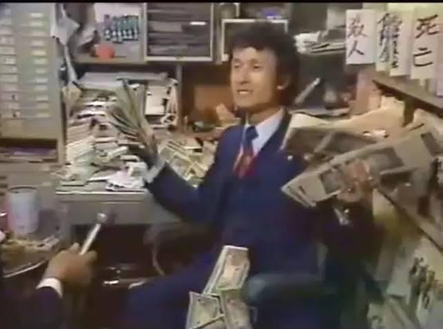 杉山治夫は、 どんな方法で錬金術をしていたのでしょう? 昔、ミッキー安川のインタビューに、 「金が欲しいのか?!金が!」 と札束をばら撒いていた人です。 自己破産して誰からも借りれない人に 貸