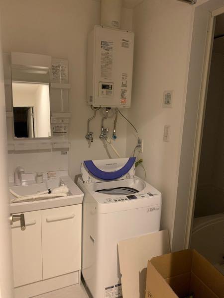 ドラム式の乾燥機付き洗濯機を探しています。 ただ、アパートで築浅ですが洗濯機スペースが狭いです。横幅が最大59、奥行70 (排水ホースのスペース含めると、55ほど)高さは100くらいです。 ドラム式だとどんなに小さくてもこのスペースでは厳しいでしょうか? 洗面台が左、右がお風呂の入り口で、洗濯機を多少前に出せば開閉は出来るかと思います。 おすすめがありましたら、ご教授頂けますと幸いです。 ※現在は添付写真の縦型を使っています。