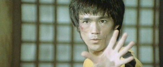 ブルース・リーの原案に近い 「Bruce Lee in G.O.D 死亡的遊戯」と 「Bruce Lee: A Warrior's Journey」と でしたら、編集されたアクションシーンの出来栄えは どちらが良いと思いますか?