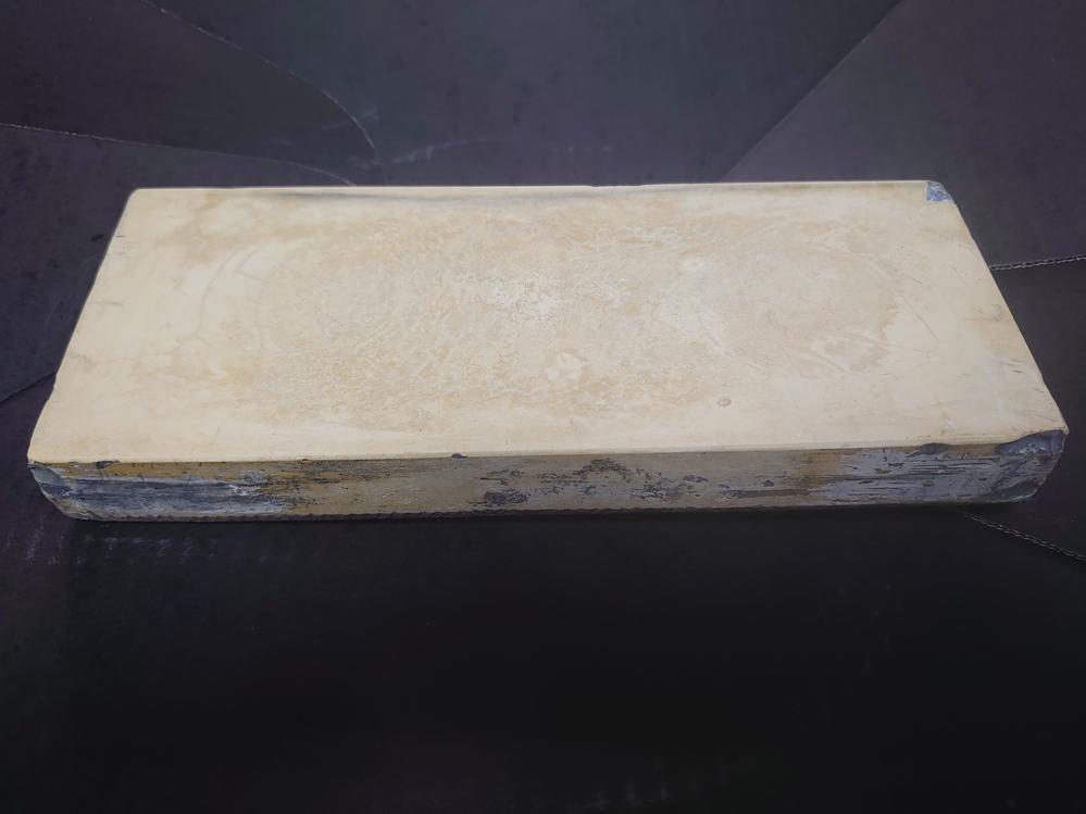 セラミック砥石について教えて下さい。約10年前に知人から10,000円で購入したセラミック砥石ですが、 縦225mm/幅90mm/高さ30mmでクリーム色の3丁掛けなのですが、包装していた箱とか...